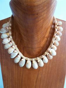 COLLIER TAHITIEN EN COQUILLAGES